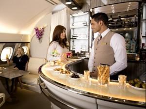 EmiratesA380 Onboard-Lounge3 (640x418)