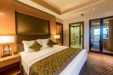 Wyndham Garden Damam_guestroom_suite_king_master_speci_need_resized